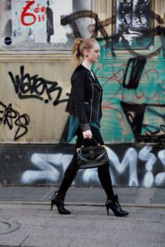 #berlin #hm #streetstyle #green #black #kaviargauche #shoes #girl #city #look #outfit #fashion #fashionblog #advanceyourstyle #vintage #bag