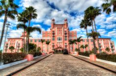 5. The Don CeSar in St. Petersburg looks like it was dreamed up by a fairy godmother.