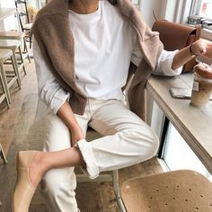 We Want to Live In This Neutral Spring Outfit (Le Fashion) Look Fashion, Korean Fashion, Winter Fashion, Fashion Outfits, Street Fashion, Fasion, Fashion Styles, Daily Fashion, Fashion Ideas
