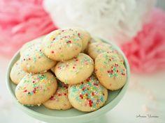 Värikkäät Confettikeksit (munaton)   Annin Uunissa Cookies, Desserts, Food, Crack Crackers, Tailgate Desserts, Deserts, Biscuits, Essen, Postres