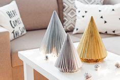 Ozdoby świąteczne DIY - choinka z gazety   Kameralna Beautiful Christmas Decorations, Winter Wonderland, Diy, Simple, Home Decor, Therapy, Do It Yourself, Decoration Home, Bricolage