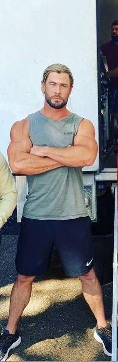 Chris Hemsworth Kids, Greek Men, Avengers Pictures, Australian Actors, Man Thing Marvel, Hair And Beard Styles, Celebs, Celebrities, Men Looks