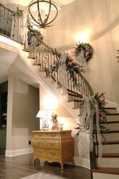 Narrow staircase decor ideas stairway decorating for wedding wall Wedding Staircase Decoration, Wedding Stairs, Christmas Stairs Decorations, Christmas Staircase, Wedding Decorations, Beauty Room Decor, Stairway Decorating, Stair Decor, Staircase Design