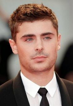 Zac Efron Hairstyle: Cool Short Messy Haircut for Men - Hairstyles Weekly Mens Messy Hairstyles, Short Messy Haircuts, Teen Boy Haircuts, Cool Haircuts, Haircuts For Men, Short Hair Cuts, Men's Hairstyles, Men's Haircuts, Layered Hairstyles
