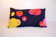 Coussin bulles de tissus multi-couleurs venant du monde entier : Textiles et…