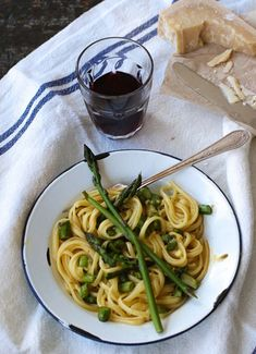 En panne d'inspiration du lundi au vendredi? Nos recettes pour un souper de semaine savoureux et pas compliqué. Vegetable Recipes, Spaghetti, Pasta, Vegetables, Ethnic Recipes, Inspiration, Pasta Carbonara, Vegetarian Dish