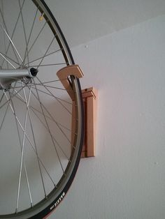 Hank This wall stand is the perfect solution to put your bicycle away vertically (perpendicular to the wall), so for reduced spaces or places where it cannot be left horizontally. It is made with very strong maple and sucupira solid wood, and it has a double notch to keep the wheel in place and prevent it from moving. Hanging your bike is quite easy: fit either wheel in the double notch and you can safely forget about it. Installation is also quick and easy: just two screws and wall plugs…