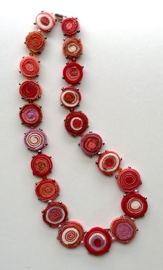 Afbeeldingsresultaat voor Standing Wool or 'Quillie' Rug, Crochet Necklace, Beaded Necklace, Textile Jewelry, Shades Of Red, Fabric Scraps, Wool Felt, Glass Beads, Embroidery, Sewing