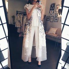64 New Ideas Fashion Week Makeup Colour Abaya Fashion, Modest Fashion, Love Fashion, Fashion Dresses, Womens Fashion, Fashion Design, Abaya Mode, Mode Hijab, Hijab Stile