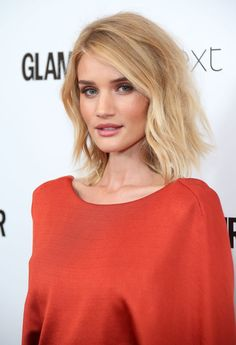 At the end of Rosie Huntington-Whiteley got the ultimate clavicut, and a love affair was born. Since then we've been obsessed with her shoulder-skimming Rosie Huntington Whiteley, Celebrity Hairstyles, Messy Hairstyles, Interview Hairstyles, Clavicut, Mid Length Hair, Celebrity Beauty, Celebrity Style, Glamour