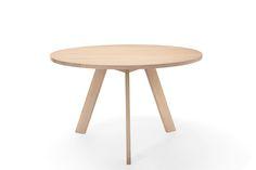 TOSH round table. Presented in pigmented oiled oak. Other wood types possible. Design: Bernhard Müller  #solidwoodtable, #massivholztisch, #massivholztischeiche, #holztischrund, #diningtable, #diningtables, #designermöbel, #designermoebel, #modernfurniture, #designfurniture