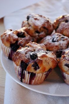 áfonyás muffin Sweet Recipes, Muffins, Cupcakes, Cookies, Breakfast, Food, Crack Crackers, Morning Coffee, Muffin