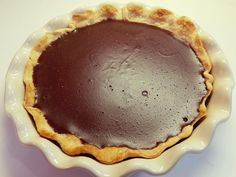 I can& wait to dig into this creamy chocolaty pie. This recipe comes from my grandma, it& your good old fashioned chocolate pie. These are the desserts Old Fashioned Chocolate Pie, Grandma's Chocolate Pie, Homemade Chocolate Pie, Chocolate Pie With Pudding, Chocolate Pie Recipes, Just Desserts, Delicious Desserts, Yummy Food, Crack Pie