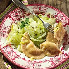 Schlupfkrapfen mit Käsefüllung und Kümmelkraut Rezept | Küchengötter
