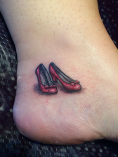 Ruby Slippers - the Wizard of Oz tattoo Shoe Tattoos, Body Art Tattoos, New Tattoos, Small Tattoos, Sleeve Tattoos, Tatoos, Ruby Tattoo, S Tattoo, Wizard Of Oz Tattoos