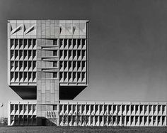 ARMSTRONG RUBBER CO. HEADQUARTERS, WEST HAVEN, CONN. by MARCEL BREUER & ROBERT F. GATJE (1970)