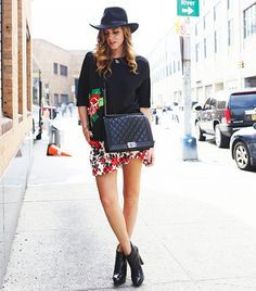 Chiara Ferragni of The Blonde Salad Style: Trendsetter Characteristics: Mixed prints, on-trend colors, and statement jewelry Fashion Books, Fashion Outfits, Stockholm Street Style, The Blonde Salad, Hipster Fashion, Mixing Prints, Your Style, Celebrity Style, Autumn Fashion