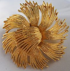 Vintage jewelry brooch by  huge gold tone Monet abstract brroch in mint condition 1963   65