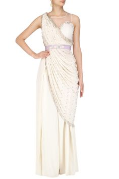 Aashna Behl presents Ivory drape cape set available only at Pernia's Pop Up Shop. Indian Suits, Indian Dresses, Indian Wear, Saree With Pants, Sarara Dress, Drape Sarees, Saree Trends, Bridesmaid Outfit, Maternity Gowns