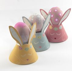 Free Easter Bunny printable egg cup from Dans Mon Bocal. Cute!