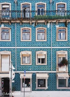20+ Colorful Facades that will make you fall in love with Lisbon #lisbon #portugal #lisboa #architecture #facades