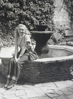 Marilyn Monroe photographed by Andre De Dienes, 1945.