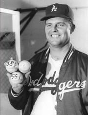 Don Drysdale 1962 Cy Young Award Winner Let's Go Dodgers, Dodgers Baseball, Sports Baseball, Baseball Players, Baseball Card Collectors, Don Drysdale, Hall Of Fame Game, Cy Young, Dodger Blue