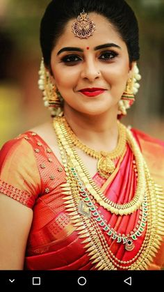 Learn about wedding hairstyles elegant - Prom Dresses Design Bridal Hairstyle Indian Wedding, Indian Bridal Fashion, Indian Bridal Makeup, Indian Bridal Wear, Wedding Hairstyles, Bridal Henna, Elegant Hairstyles, Kerala Bride, Hindu Bride