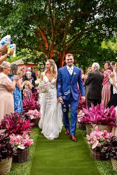 Coral Wedding Themes, Pink Wedding Colors, Purple Wedding, Dream Wedding, Bride Groom Photos, Wedding Ceremony Decorations, Plus Size Wedding, Wedding Events, Weddings