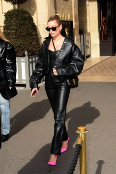 """""""Hailey Bieber on her way to the Dior Fashion Show in Paris, France. All Black Fashion, Fashion Looks, Dior, Fashion 2020, Fashion Models, Night Outfits, Cool Outfits, Hailey Queen, Hailey Baldwin Style"""