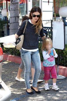Celebrity Looks :      Picture    Description  Rachel Bilson    - #Celebrity https://looks.tn/celebrity/celebrity-looks-rachel-bilson-10/