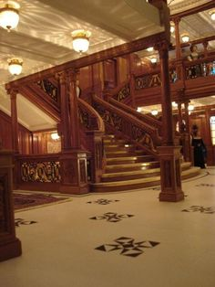 Crescente Miniatures - Welcome  R.M.S Titanic  First Class Entrance  The Grand Staircase