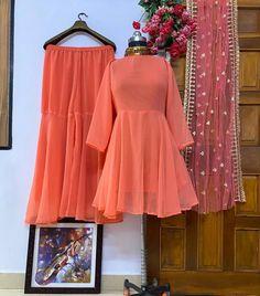 Party Wear Indian Dresses, Pakistani Dresses, Stylish Dress Designs, Stylish Dresses, Plain Kurti, New Kurti, Royal Dresses, Classy Dress, Suits For Women