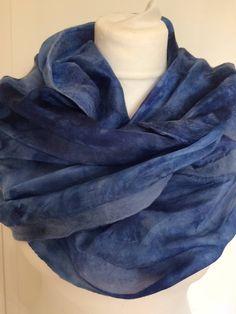 Een Nuno gevilte handgeverfde zijden sjaal met Merinowol. Silk scarf shawl handpainted. Kerst, Christmas Herfst Autumn door SchaapenVacht op Etsy