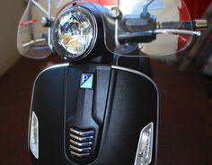 pellicola wrapping pelle colore nero - disponibile per qualsiasi tipo di superficie. visita:  http://www.santorografica.com/pellicole-wrapping.php verticals: wrapping, car wrapping, wrapping moto, wrapping scooter, wrapping camion, wrapping furgoni, interior design #pellicola #wrapping #pelle #nero #carwrapping #moto #scooter #santorografica #solodasantorografica