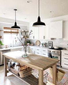 If you are looking for Modern Farmhouse Kitchen Decor Ideas, You come to the right place. Here are the Modern Farmhouse Kitchen Decor Ideas. Modern Farmhouse Kitchens, Farmhouse Kitchen Decor, Home Decor Kitchen, Kitchen Interior, New Kitchen, Home Kitchens, Small Kitchens, Kitchen Layout, Rustic Farmhouse