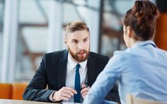 Ecco 10 consigli utili per trovare look più adatto in occasione di un colloquio di lavoro: l'abito conta e condiziona la enclothed cognition.