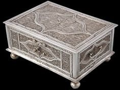 Silver 'Star Anise' Filigree Dutch Colonial Betel or Jewellery Box (1760)