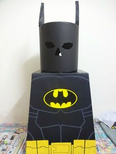 Nearly every year, Batman is one of the most popular costumes. Making your own Batman costume is a lot of work but can very rewarding. This is a guide about making your own Batman costume. Batman Costume For Kids, Sister Halloween Costumes, Batman Halloween Costume, Batman Costumes, Lego Halloween, Book Day Costumes, Book Week Costume, Batman Cosplay, Costume Ideas