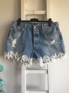 Levis 501 postrzępione spodenki szorty jeansowe z koronką XXL denim DIY strzępione jasne - Kultowy model 501 zapinane na guziki. Pasek 46 cmx2, stan 30,5 cm, biodra 62 cm na płask. Wysyłka 9 zł. Gruby dżins, nie są elastyczne. #wysokistan44 #wysoki_stan_pas #szorty_z_wysokim_stanem #szorty_jeansowe #szorty_jeans_44 #levis #szorty_dżinsowe #koronka #haft #dzinsowe_szorty #szorty_44 #levis501 #high_waisted_shorts #dziury #high_waist44 #vintage #grunge #insta2018 #wakacje_2018 #blog High Waisted Shorts, Denim Shorts, Vintage Grunge, Women, Fashion, High Waisted Shorts Outfit, Moda, Women's, Fasion