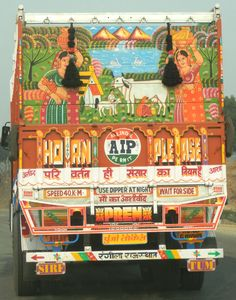 That's the back of an Indian truck Indian Illustration, Mother India, Indian Folk Art, Used Trucks, Truck Art, India Art, Truck Design, Arte Popular, Painting On Wood