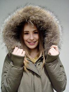 Long Khaki Jacket with Fur Khaki Jacket, Smart Styles, Dress First, Urban Fashion, Fur, Street Style, Jackets, Dresses, Women