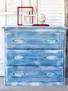Sisal rope is a good accent for Nautical style furniture. I painted this chest blue and white then cut and knotted sisal rope for drawer pulls. A fun look! Diy Garden Furniture, Moving Furniture, Furniture Projects, Furniture Makeover, Painted Furniture, Diy Projects, Furniture Stores, Project Ideas, Painted Dressers