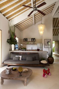 beautifull home, especially love the kitchen and bath - Visite d'un intérieur Balinais Balinese Interior, Asian Interior, Home Interior Design, Interior Architecture, Living Area, Living Spaces, Living Room, Home And Living, Home Fashion