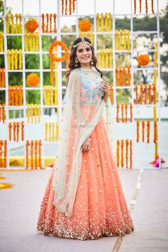 The latest collection of Bridal Lehenga designs online on Happyshappy! Find over 2000 Indian bridal lehengas and save your favourite once. Choli Designs, Lehenga Designs, Pakistani Dresses, Indian Dresses, Indian Outfits, Mehndi Outfit, Indian Attire, Indian Ethnic Wear, Bridal Outfits