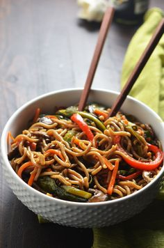 This healthier version of the takeout favorite is chock full of vitamins and dietary fiber, and is absolutely delicious! Plus, it takes less than 30 minutes to make! Chinese Vegetables, Mixed Vegetables, Healthy Vegetables, Veggies, Vegetarian Recipes, Cooking Recipes, Healthy Recipes, Healthy Lo Mein Recipe, Clean Eating Snacks