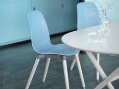 I oktober kommer en ny och superflexibel stolserie till varuhusen. Serien låter dig skapa din egen unika stol genom att välja mellan olika sitsar och underreden. Det skandinaviska uttrycket, den rena designen och de mjuka linjerna låter oss sitta både bekvämt och snyggt i höst!