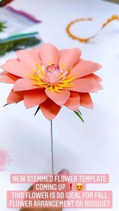 Paper Flowers Wedding, Giant Paper Flowers, Dahlia Bouquet, Fall Flower Arrangements, Fall Wedding Centerpieces, Paper Flower Tutorial, Flower Center, Flower Template, The Masterpiece