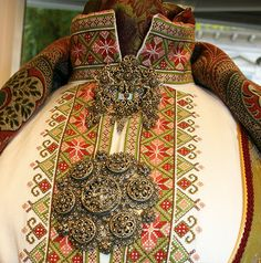 Russian Fashion, Abayas, Folklore, Traditional Outfits, Norway, Hand Sewing, Scandinavian, Needlework, Cross Stitch