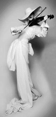 Photography - John Farrar    Model -Felicity Chrestien  Source: d-e-m